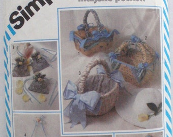 SALE - Marjorie Puckett String Quilted Dresser Accessories Sewing Pattern - Baskets, Sachet Bag - Simplicity 5743