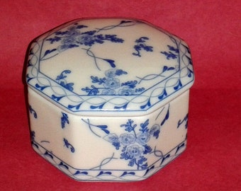 SKYE MCGHIE Blue Rose Brocade Porcelain Trinket Jewelry Box Blue and White ~ Vintage Collectible