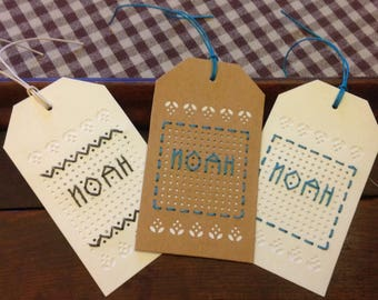 Set of 3 tags embroidered name NOAH.