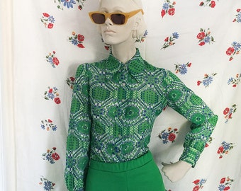green mod psychedelic button down shirt. vintage 1970s groovy shirt size small!