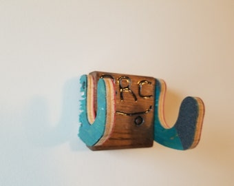 Skateboard wall hanger