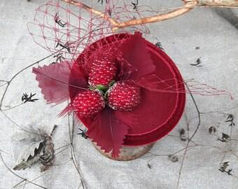 Headpiece Beeren bordeaux weinrot rot Schleier Fascintor Himbeeren Haarschmuck Kopfschmuck pin up Rockabella Hütchen Kopfputz dunkelrot