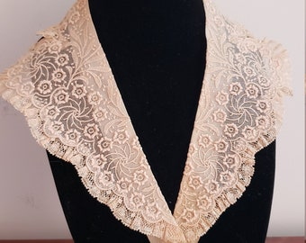 """Vintage peach lace """"Karyl lee"""" collar and cuff"""