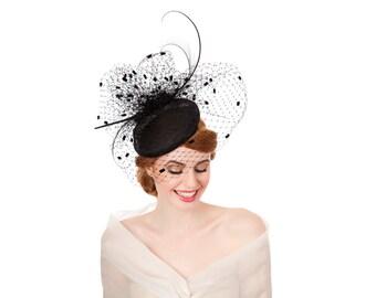 Black beret with vintage dot veiling