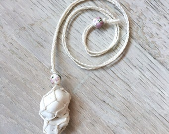 Magnesite macrame necklace - for purification, heartfelt love, visualisation and relaxation