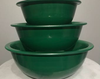 Pyrex Clear Bottom Kelly Green Nesting Bowls (3 ct)