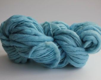 Light Blue Color Hand Spun Hand Dyed Thick and Thin Chunky Wool Knitting Yarn