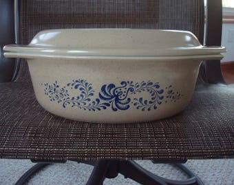 1 .5 qt Pyrex Cinderella Homestead Pattern Casserole Dish With Lid / Speckled Tan & Blue