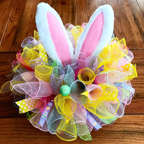 Easter Arrangement Ideas: Easter Centerpiece In Deco Mesh With Bunny Ears