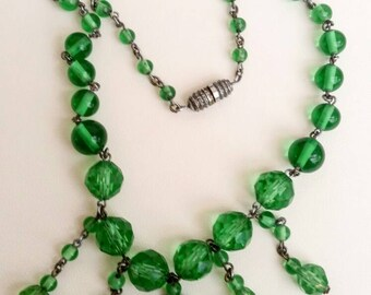 Art deco 1930s Green faceted drop bead necklace
