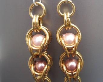 Pearl Captive Weave Earrings, Wedding Jewelry, Chain mail Earrings, Chainmaille Jewelry, Pearl Earrings, Chainmaille Earrings