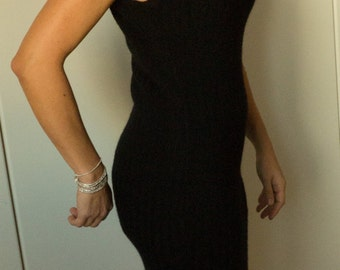 Little  dress  in black wool
