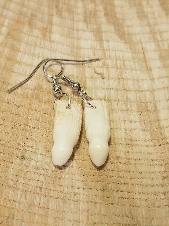 Handmade Real Alligator Tooth Silver Drop Earrings Native American Tribal Outdoor Teeth Fashion Art Fangs Collection (E201)