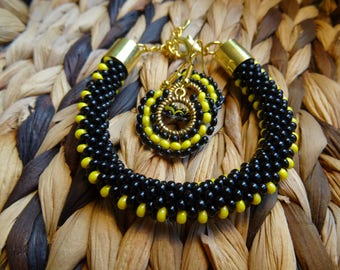 Handmade crocheted beads bracelet and earings, made from Czech beads