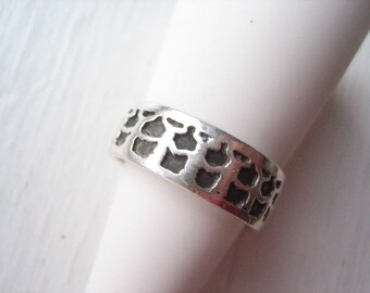 Vintage sterling silver ring band, patterned silver band, size 7 silver ring, size 7 silver band, stacking ring, silver stacking