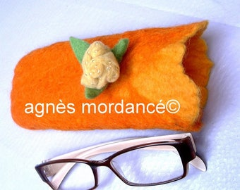 felted case + removable brooch - for glasses or mobile