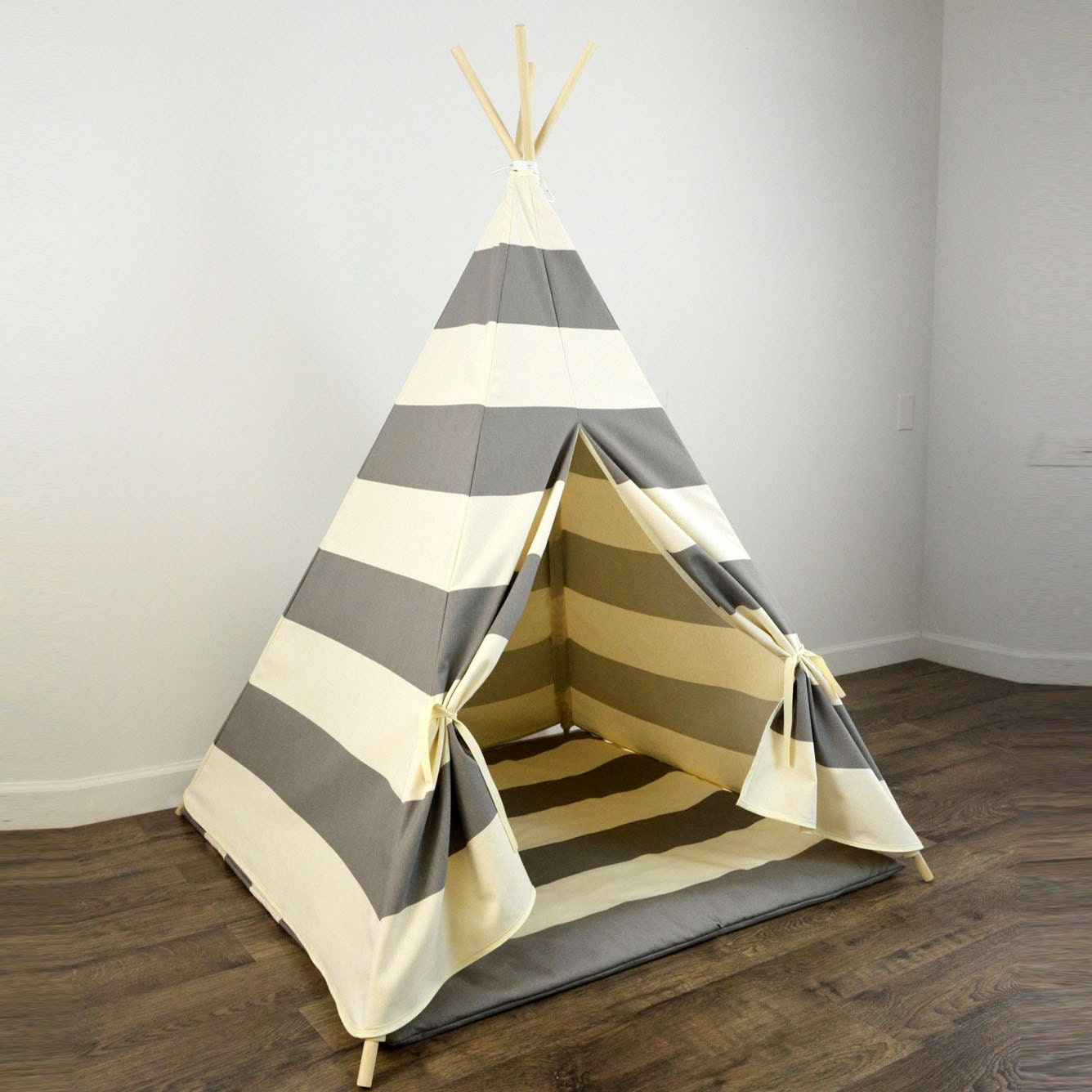 ?zoom & Kids Play Teepee and Play Mat in Gray and Natural Beige Khaki
