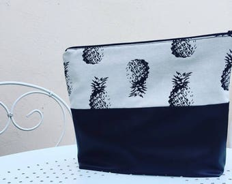 Toiletry bag in black simicuir and tisssu pineapple patterned