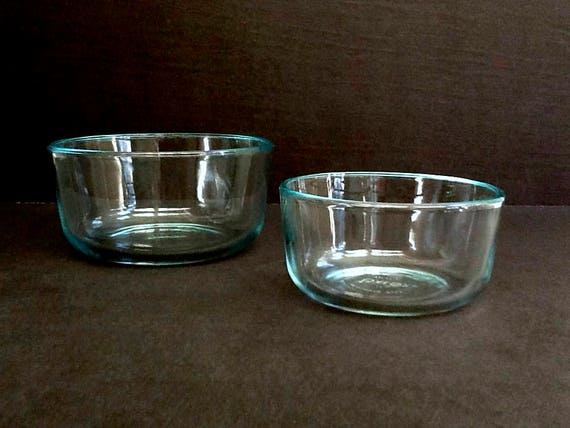 pyrex glass mixing bowls set of 2 1 qt and 2 cup bowls made. Black Bedroom Furniture Sets. Home Design Ideas