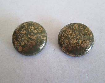 """Antiqued green with filigree gold accents disc clip on earrings vintage measures 1"""" across"""