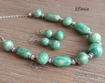Set in shades of green light silver, Pearl necklace, earrings