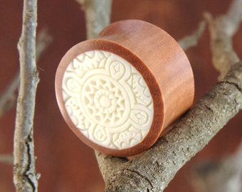 """Sono Wood Plugs with White Celtic Inlay Design Pair 8mm 0G 10mm 00G 12mm 1/2"""" 14mm 9/16"""" 16mm 5/8"""" 18mm 11/16"""" 20mm 13/16"""" 22mm 7/8"""" 25mm 1"""""""