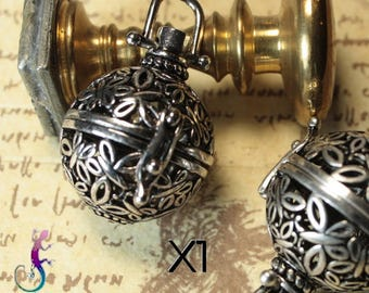 A 34mm cage pendant charms silver metal ball