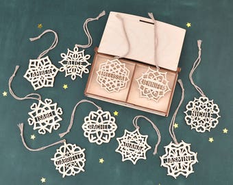 Set of 10 PERSONALIZED SNOWFLAKE ORNAMENT // Christmas Decoration - Wooden Christmas Tree Ornaments - Custom Christmas Gift - Wood Ornaments