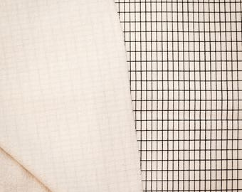 Stof trui licht wit gebroken afgedrukte raster