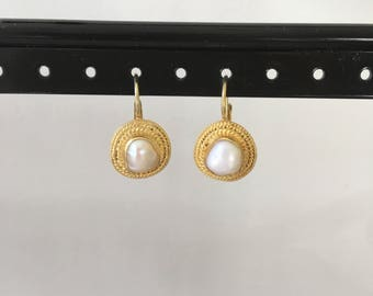 Pearl and 24k gold vermeil earring