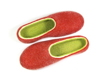 Felted Slippers Womens Slippers / Eco Friendly Wool Felt Clogs / Rubber Soles Custom Colors / Indoor House Shoes / Rose Wool Slippers Gifts