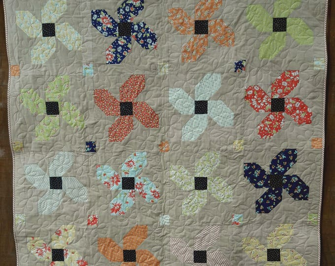 Posey Parade patchwork flower, fat quarter pdf quilt pattern