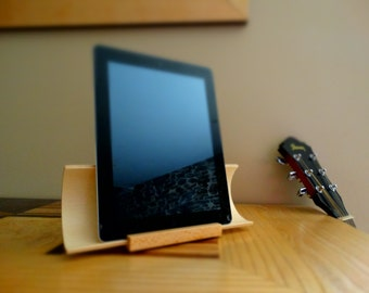 Wooden ipad holder in Beech, tablet stand, ipad stand, stand ipad in curved plywood