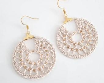 BO crochet, boucles d'oreille créoles au crochet et perles dorés, créoles crochetés, cadeau maman, boucles avec perles Miyuki, cadeau femme