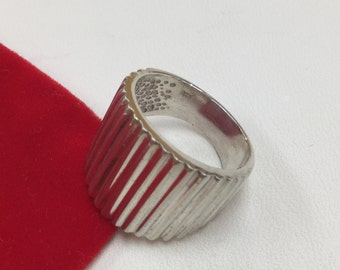 Vintage 925 Hallmarked Vertical Stripe Designed Ring!!! Size 7.   Free US Shipping!!!