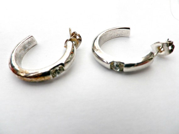 Silver plated hoop earrings with diamante stone in gift box