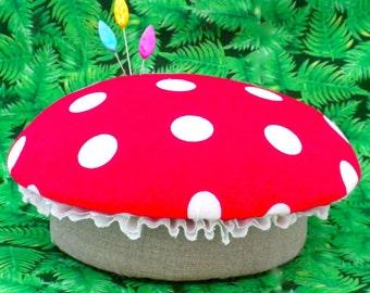Pincushion Tutorial Mushroom Toadstool Pattern PDF Vintage Look Pincushion Fabric Flower Holiday Decoration Gnome Chair  La Todera
