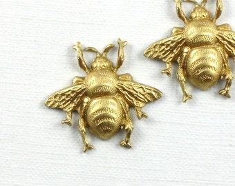 4 small brass BEE jewelry embellishment . 17mm x 19mm (FF42c).