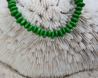 Green wood stretch bracelet