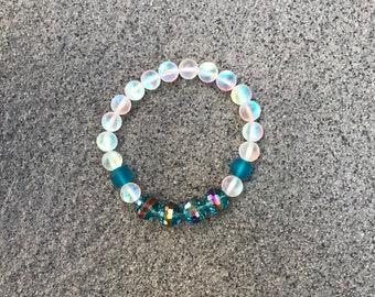 Iridescent Bracelet | Iridescent Beads | 8mm Beads | Glass Beaded Bracelet | Blue Beads | Summer Jewelry | Bohemian Jewelry