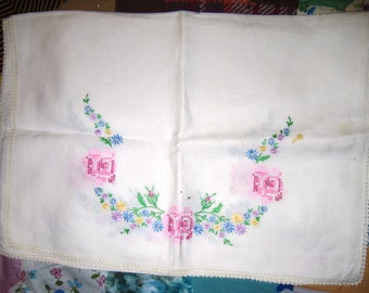 Specialty Runner (CrossStitch Roses)