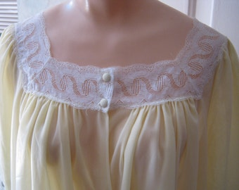 Vintage midcentury pale yellow lace trim short robe, yellow knee length nylon retro robe, button front yellow lace trim robe, Leonora robe S