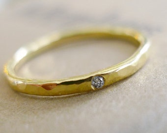 Tiny Diamond. 18K Gold Hammered Textured Band With 1pt Diamond. Hand Made Gold Ring. 18K Solitaire Engagement Ring. Thin Recycled Gold Ring.