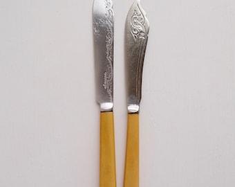 vintage fish knives x 2, silverplated vintage fish knives, vintage fish knives, vintage flatware, decorative vintage knives, vintage cutlery