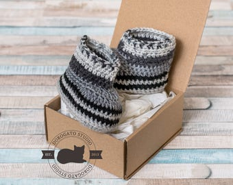 Baby Boy booties, Baby Outfit, Baby gift, crochet Booties, Baby boots, Baby Photo Prop, Crochet Baby Shoes, Gray