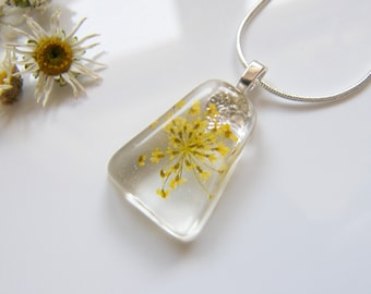 Pressed Flower, Resin Necklace, Bridal Jewelry, Flower Pendant, Yellow Necklace, Bridal Jewelry, Gift for Her, Jewelry for Women