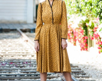 Dress In Vintage Style In Yellow Color