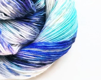 grape glacier / hand dyed yarn / speckle yarn / superwash merino wool sock yarn / single yarn / sock yarn/ pale blue seafoam purple yarn