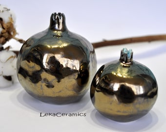 Golden pomegranate. A set of pomegranates. Pomegranate ceramics. Pomegranate is a symbol of family. Set of gold pomegranates.