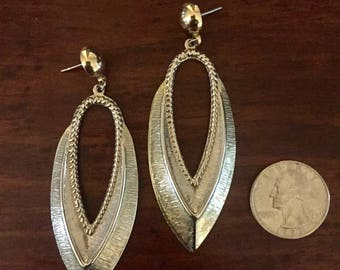 Vintage-Lovely Silver tone-Dangling earrings. Light weight, Ships FREE!
